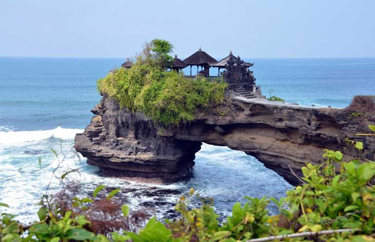 tanah-lot-temple-adi-tour-guide