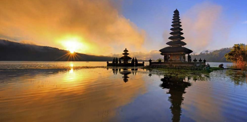 beratan-temple-lake-adi-tour-guide